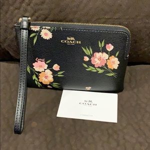 Authentic Coach wristlet excellent condition